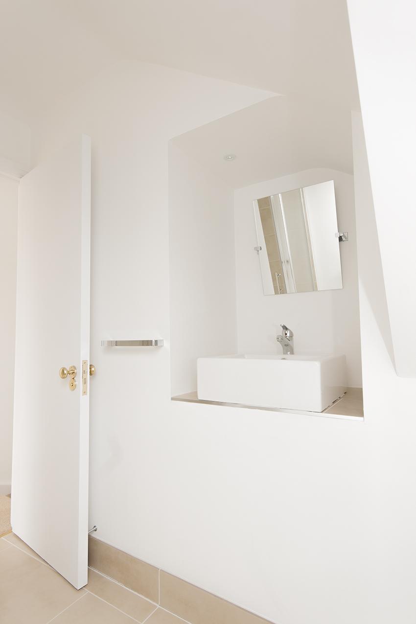 Inset basin in nook in loft conversion en suite shower room