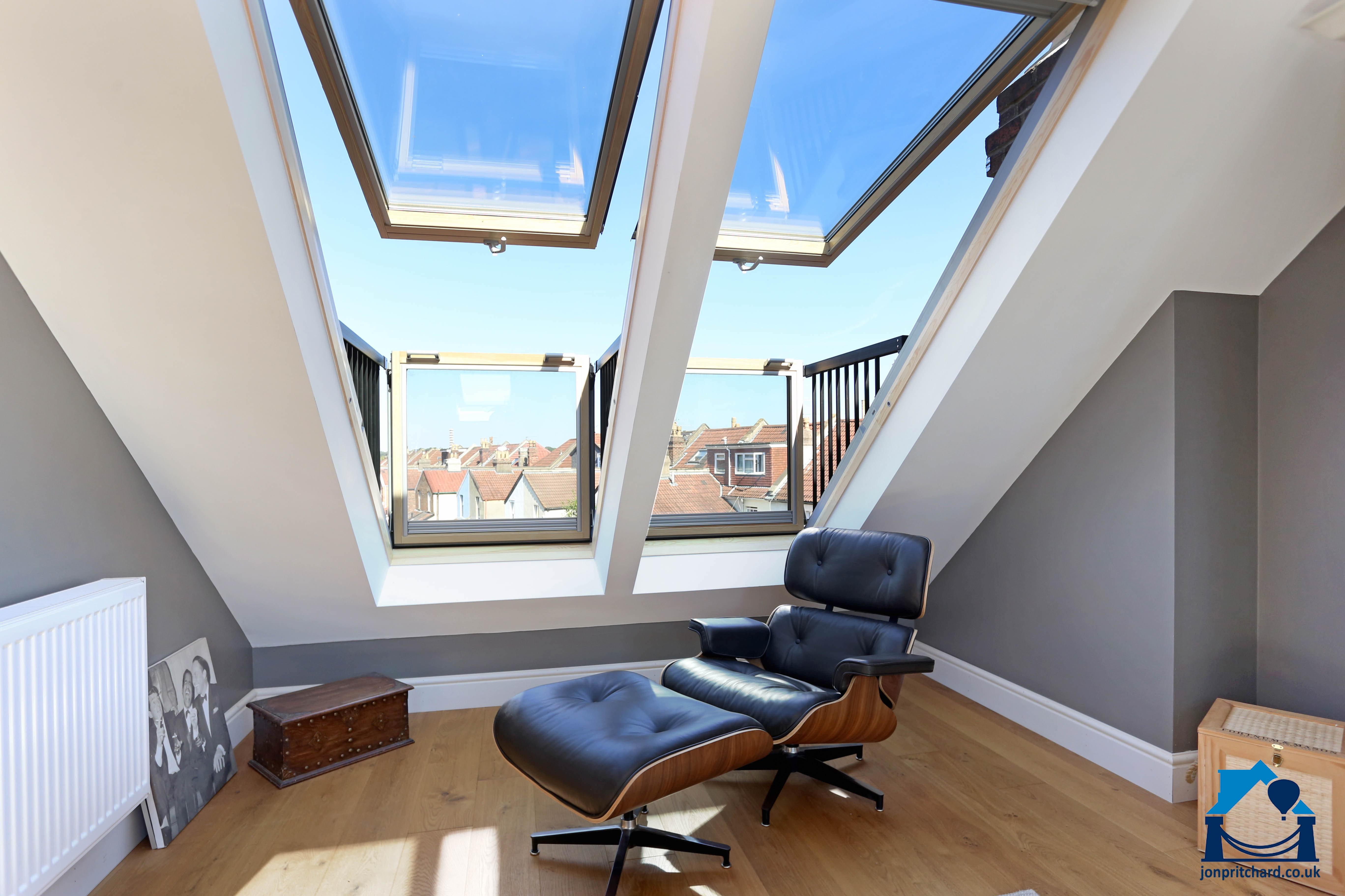Photo showing the slopin two Velux Cabrio